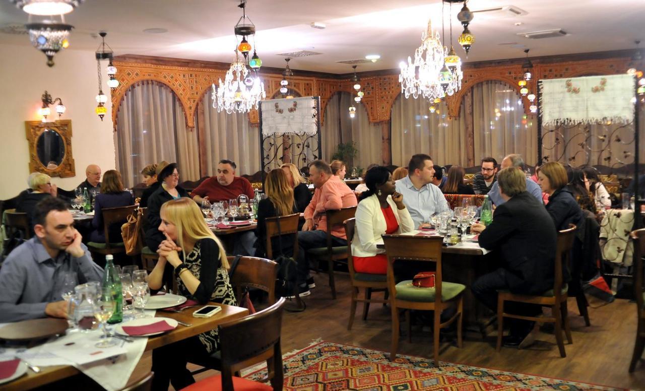 Bosanska jela i hrvatska vina u Sofri