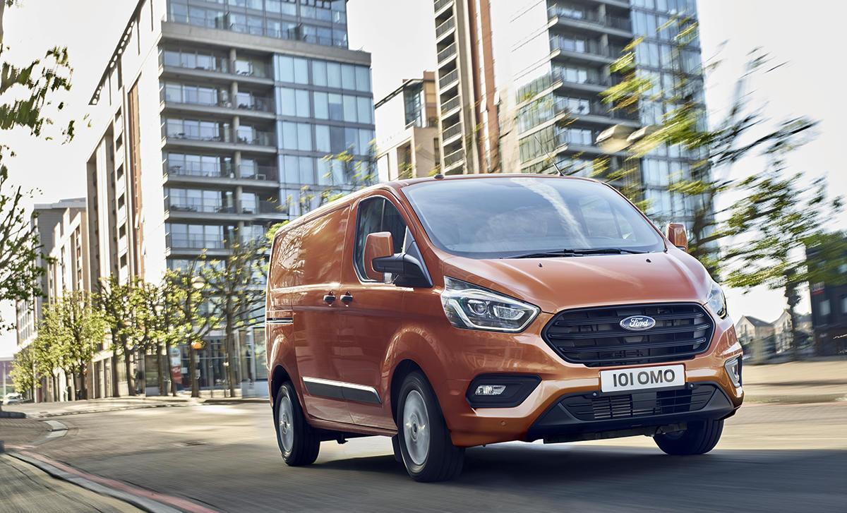 Ford Transit Custom in Tourneo: Nova znotraj in zunaj