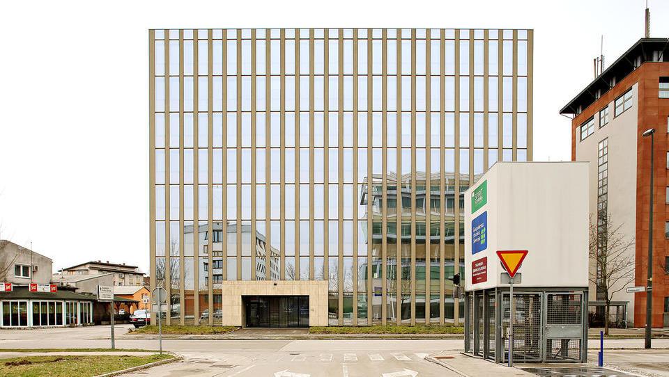 Kako prodajalec motorjev v Ljubljani oddaja štiri tisoč kvadratnih metrov poslovnih prostorov