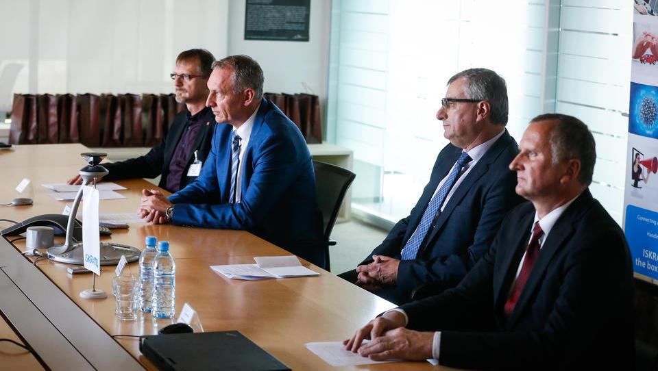 Z Iskratelovo pomočjo Slovenija prva v EU uvedla sistem avtomatskih klicev v sili
