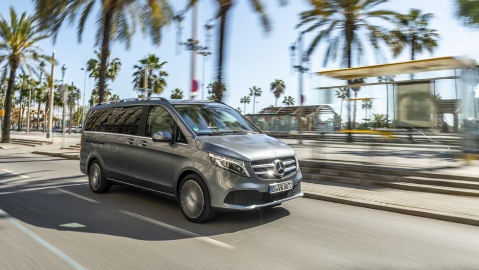 Mercedes za VIP goste s krepkimi motorji, sedeži razreda S in kmalu tudi na elektriko