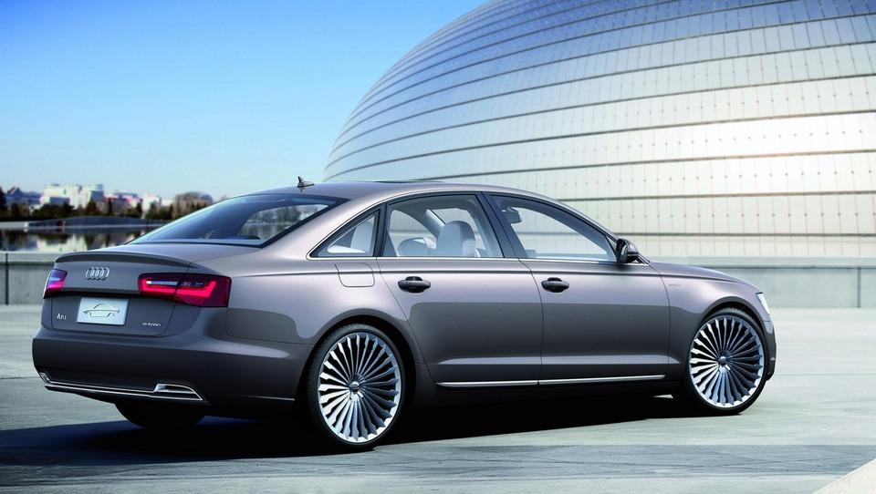 Audi bo napadel Teslo S
