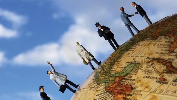 Kaj jemlje optimizem 1.378 direktorjem z vsega sveta?