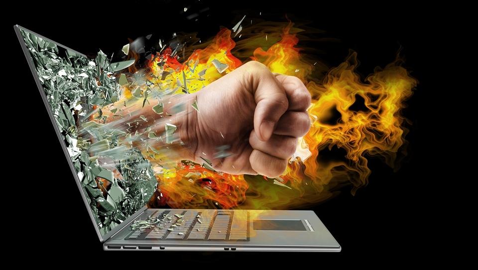 Gašenje požara po škodljivih zapisih na spletu