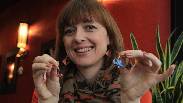 Nakit in okrasni predmeti iz origamija so pri nas novost in najdejo kupce