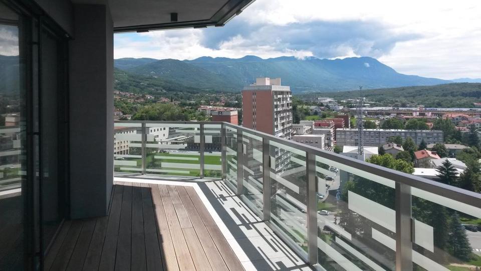 Na dražbo 18 stanovanj v stolpnici Eda center v Novi Gorici