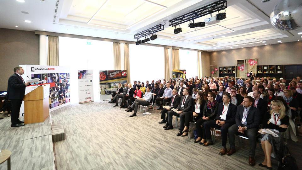 (Pregled) Jubilejna konferenca Prodaja in marketing na policah. O čem smo govorili pretekla leta?