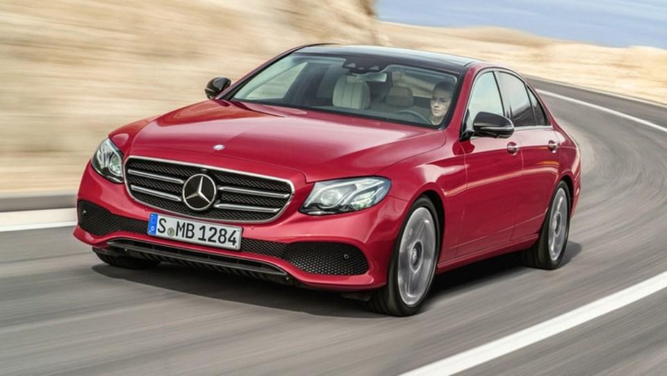 Mercedes E s hrvaškega Paga predčasno pobegnil v javnost