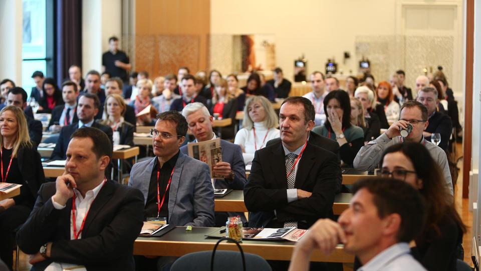 Kaj je pomembno, ko želimo izboljšati prodajno učinkovitost v eri digitalne transformacije