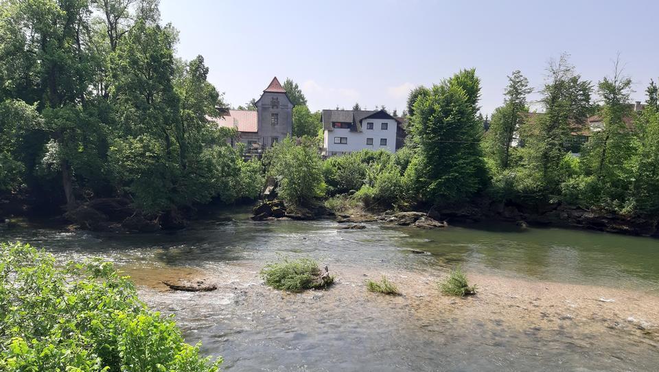'Slovenija si lahko zastavi ambiciozne cilje zmanjšanja emisij toplogrednih plinov'