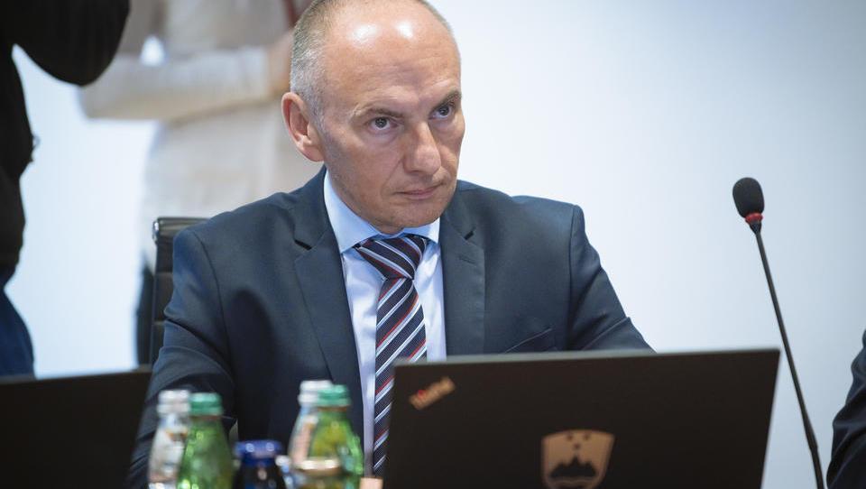 Novi zdravstveni minister Šabeder utegne hitro popustiti zdravniški histeriji