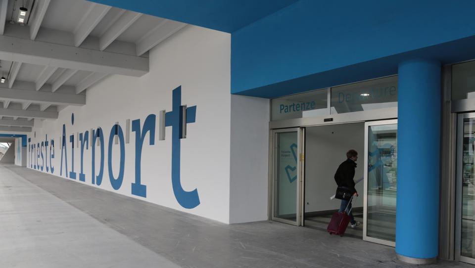 Na tržaškem letališču Ronke so odprli železniško postajo. Lahko gremo iz Ljubljane z vlakom na letalo?