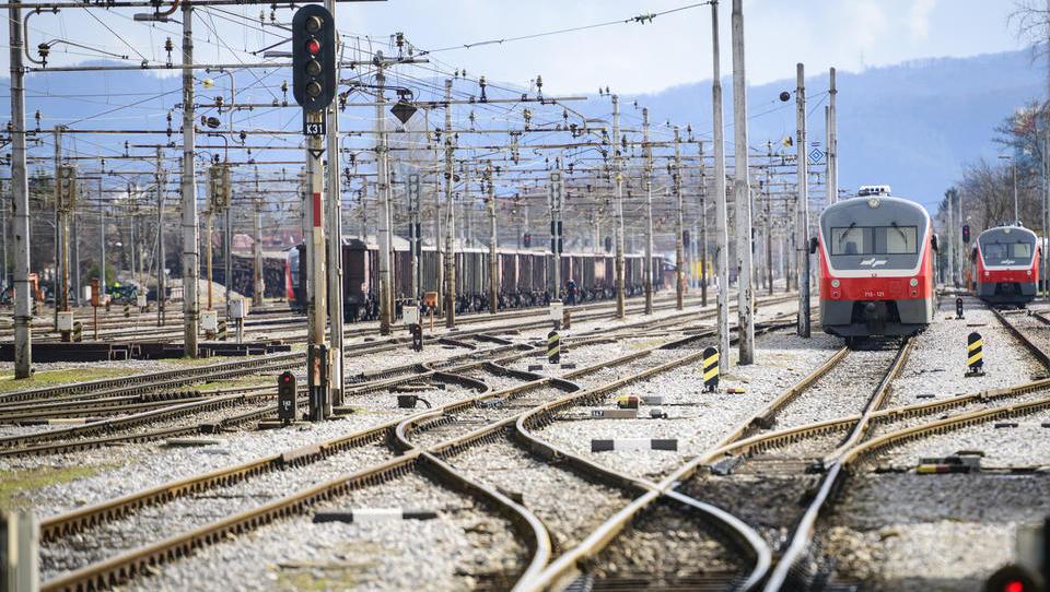 Vklop postajališč Dolgi most in Lavrica. Kako bi lahko Slovenske železnice bolje uporabile petkrako zvezdo okoli Ljubljane