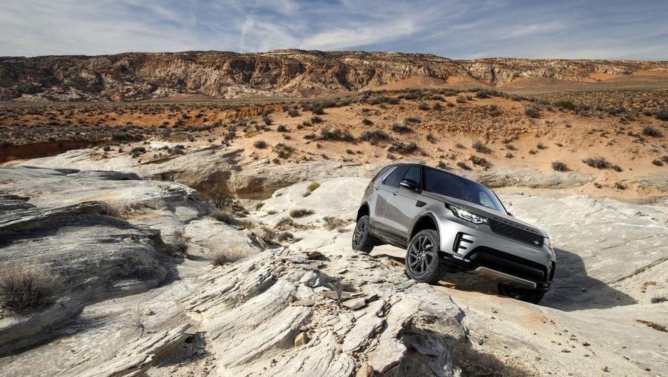 Jaguar Land Rover s samovozečimi avti zapeljal zunaj cest