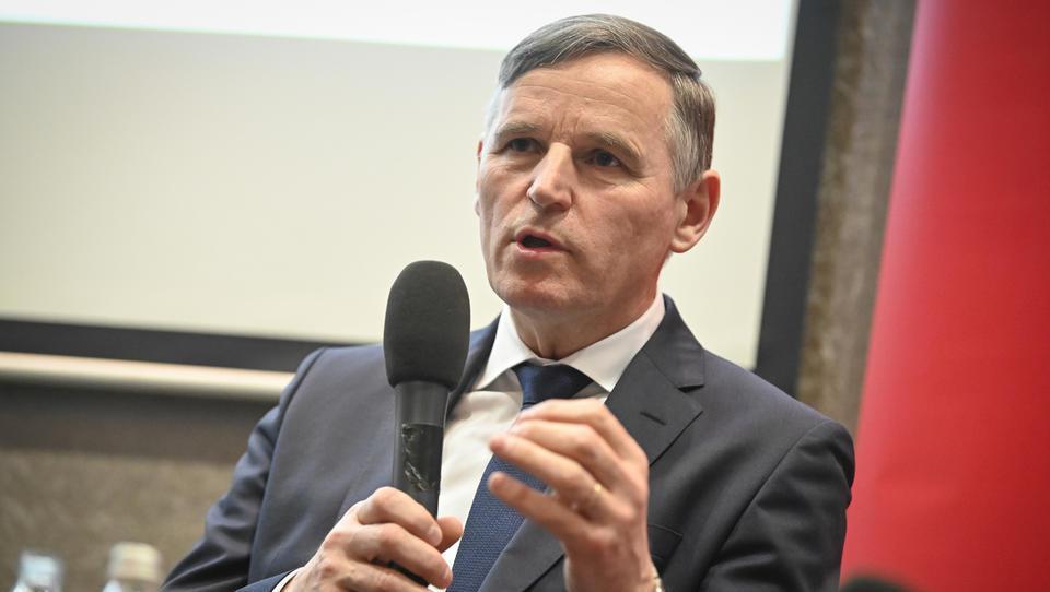 Minister Bertoncelj pojasnjuje, kako bo letos možno izplačati regres