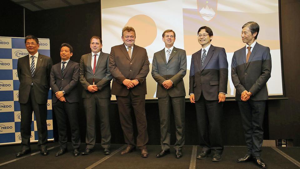(foto) Japonsko-slovenski razvoj: prvi mejnik je mimo. Kaj smo dobili?