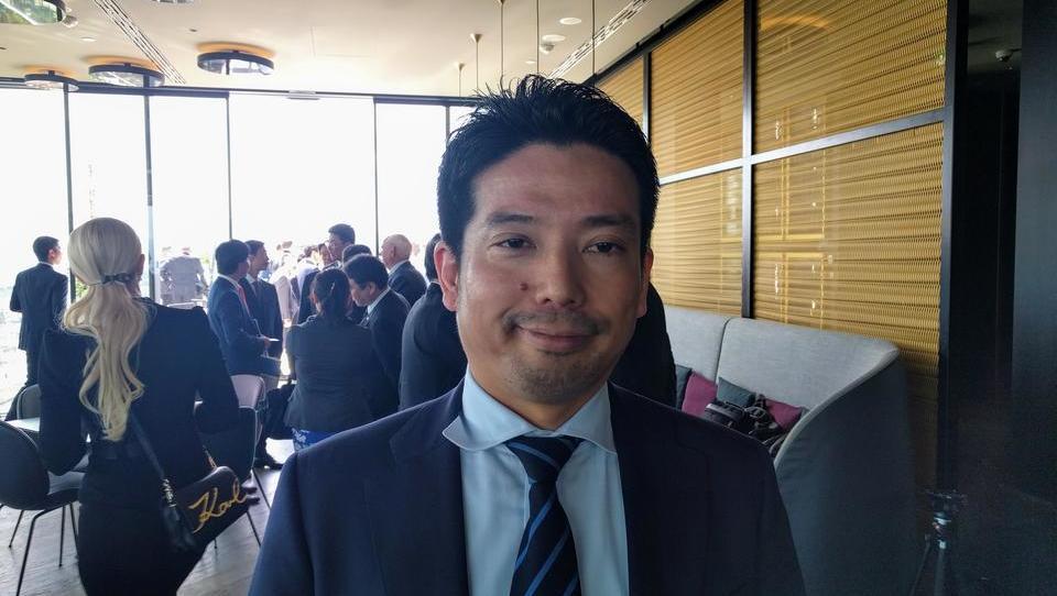 Varčevanje z energijo po japonsko: v službo brez kravate