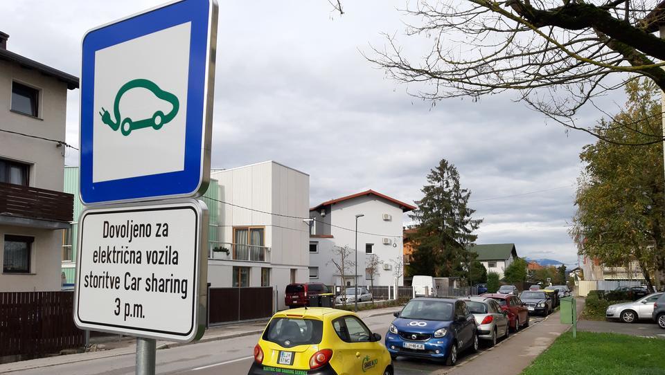 Janković omejuje konkurenco pri souporabi e-avtov, je tarnala Levica. Zaman