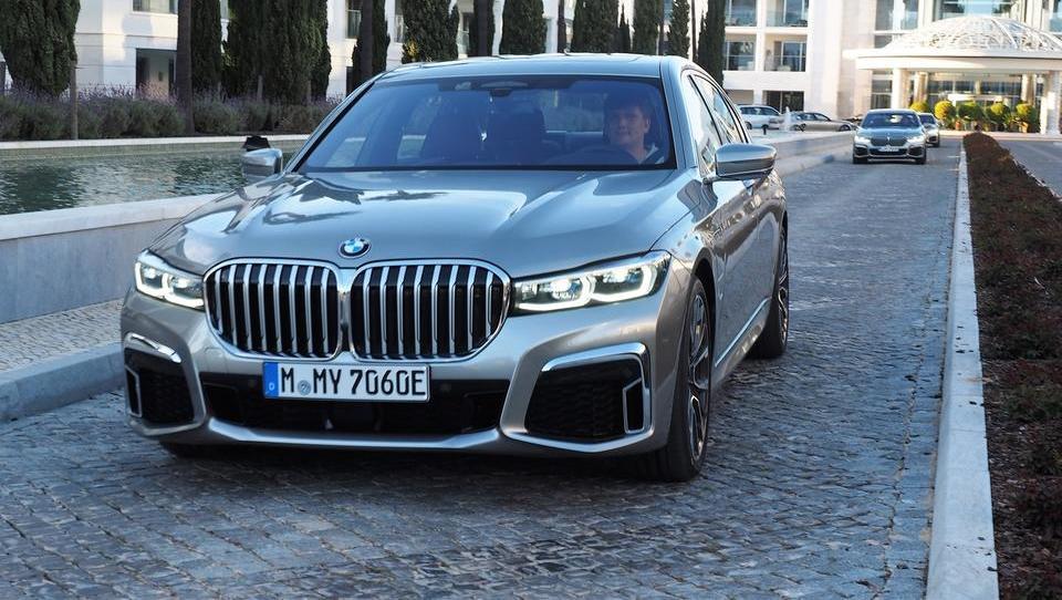 Za volanom novega BMW 7: maska, ki straši tekmece in boža ego lastnikov