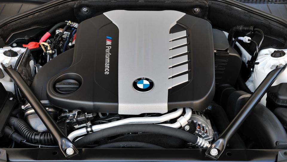 BMW 750d: s štirimi turbo polnilniki nad audijev V8 TDI