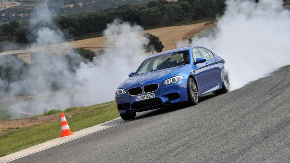 BMW močno okrepil dobiček