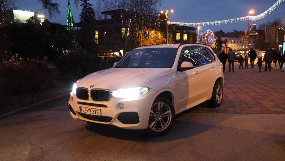 (foto) BMW X5 proti razkošnemu Angležu