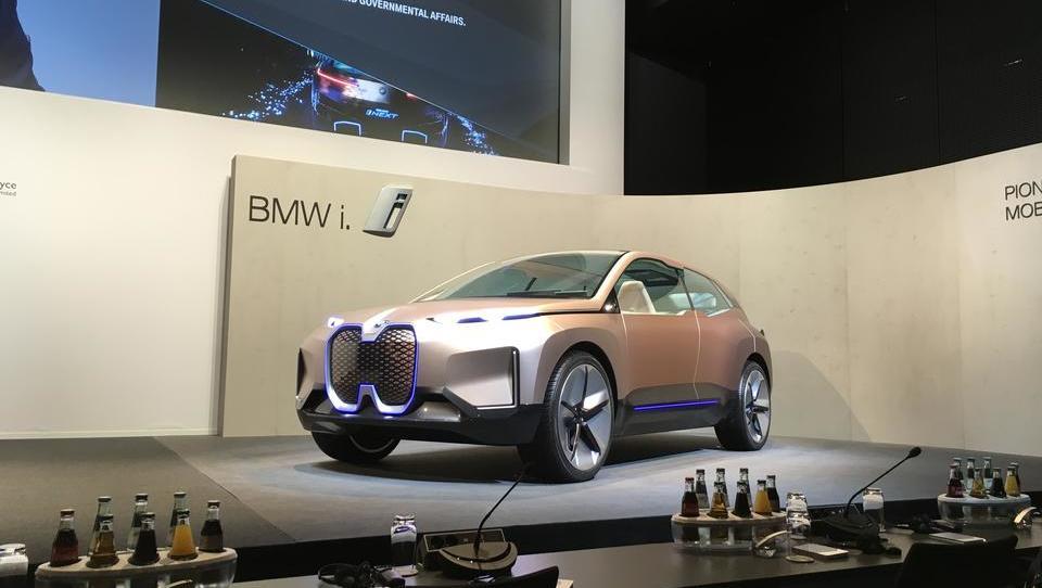 Turbulentno leto zarezalo v poslovanje BMW