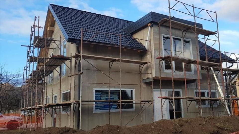 (Kako Miloš rešuje hišo, 6. del): Ko mi gradbinec v stiski življenja za popis del zaračuna 1.150 evrov!