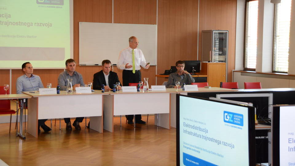 V Elektru Maribor pojasnili, kaj omogočajo pametni števci