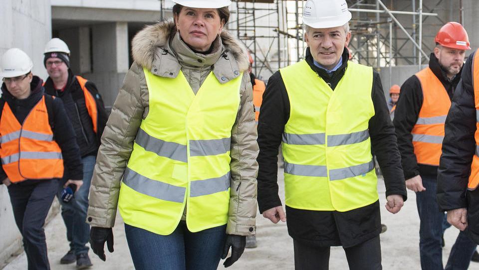 Absurdi: Topolka je odnesla maketa za 133 tisoč evrov, od napake v excelu je podpisal za 766 milijonov evrov pogodb