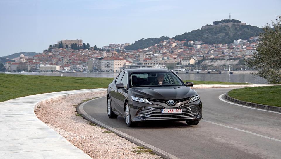 Toyota camry: iz svetovnega prestola preveč ponižno vozi v Evropo