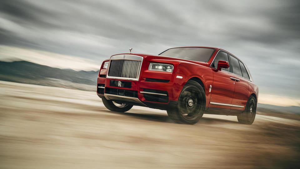 Uradno: takšen je rolls-royce med SUV!
