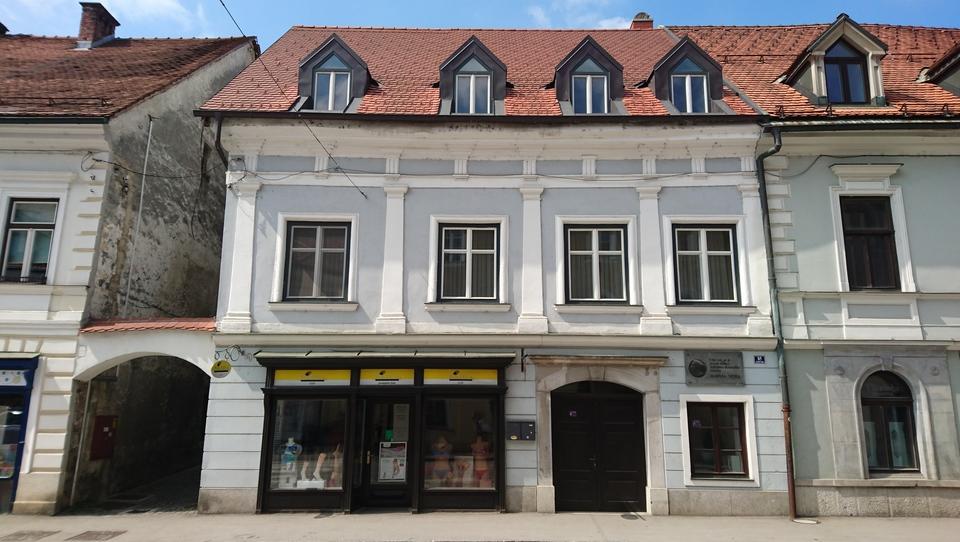 Spletna dražba Unija: Veliko stanovanje v središču Kamnika!