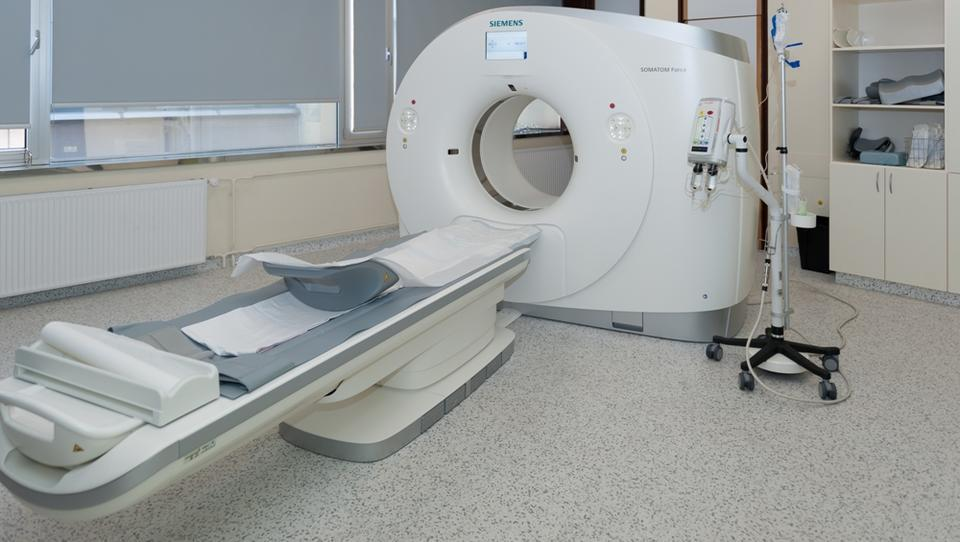 Očitki ministrstvu za zdravje o »kuhinji« pri nabavi CT-aparatov