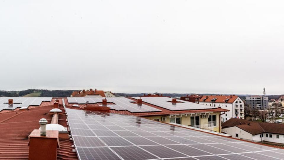 Kako so na Domu starejših občanov Lenart postavili fotovoltaiko brez subvencij