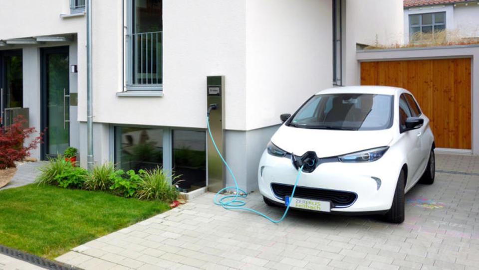 Kako doma polniti električni avto in račun izdati podjetju?