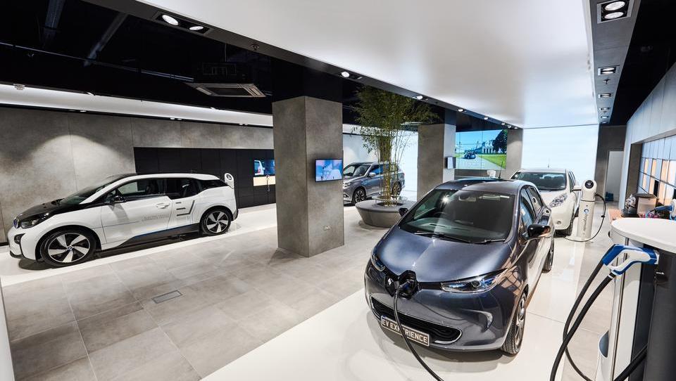 Avtomobilskih proizvajalcev brez električnih motorjev kmalu ne bo več