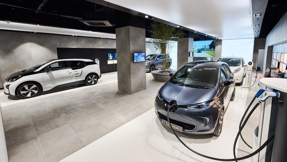 Šest avtomobilistov pod isto streho za promocijo elektromobilnosti