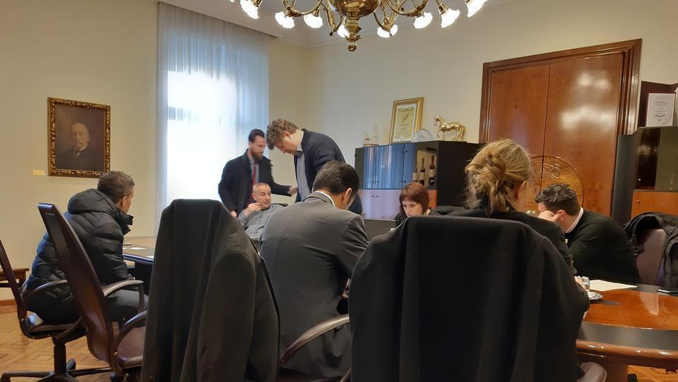 (reportaža) Tako se je Janković pogajal z Grki in Siemensom