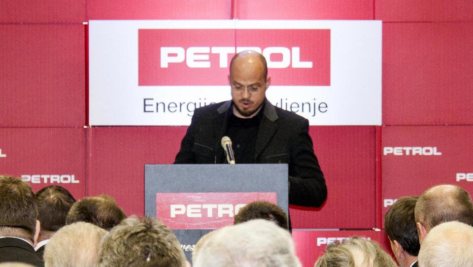 V osebnem stečaju človek, ki je v stečaj želel spraviti Petrol. Za september načrtuje ICO