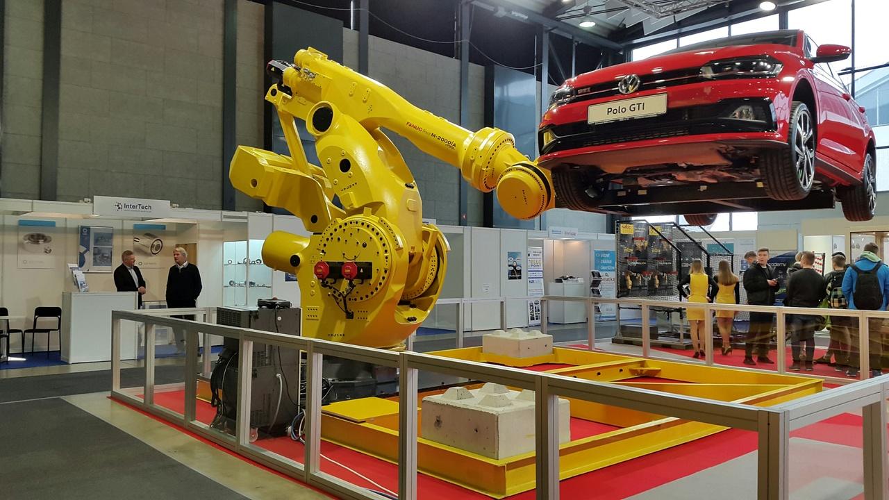 Najmočnejši industrijski robot na svetu se je premierno predstavil na  Gospodarskem razstavišču v Ljubljani