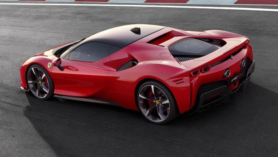 Tektonski premiki pri Ferrariju: elektrika in štirikolesni pogon