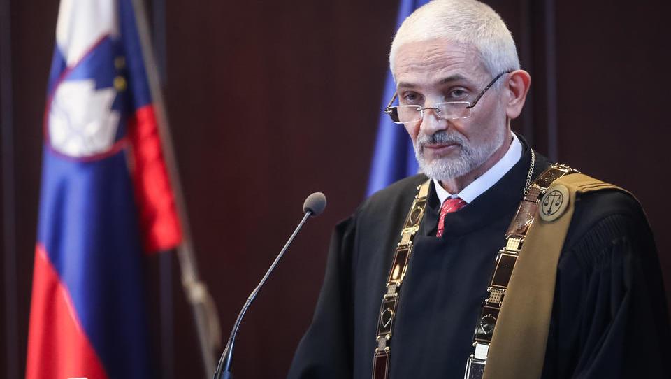 Na vrhovnem sodišču iz dneva v dan spreminjajo, kako se ob koroni izvaja sodna oblast