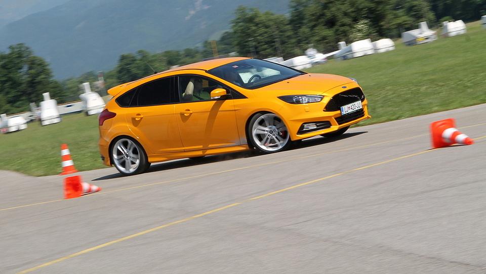 Ford focus ST po meri golfa GTD