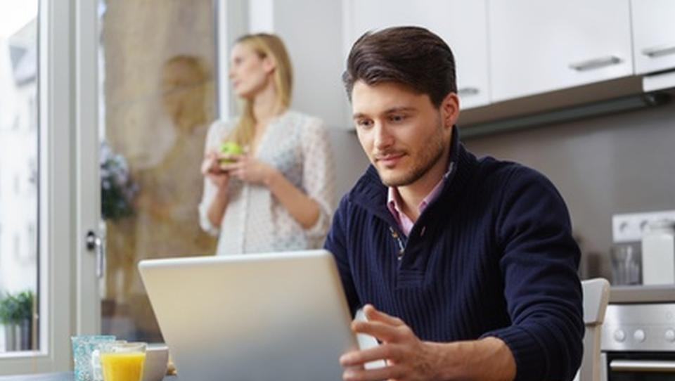 Zakaj se zaposleni vse pogosteje odločajo za online študij