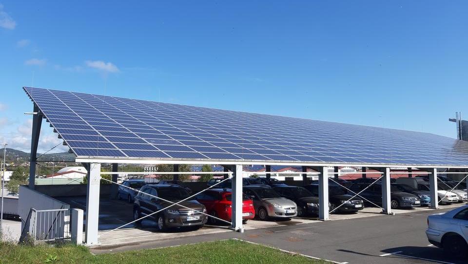 Namesto nadstreška za avto boste lahko postavili sončno elektrarno
