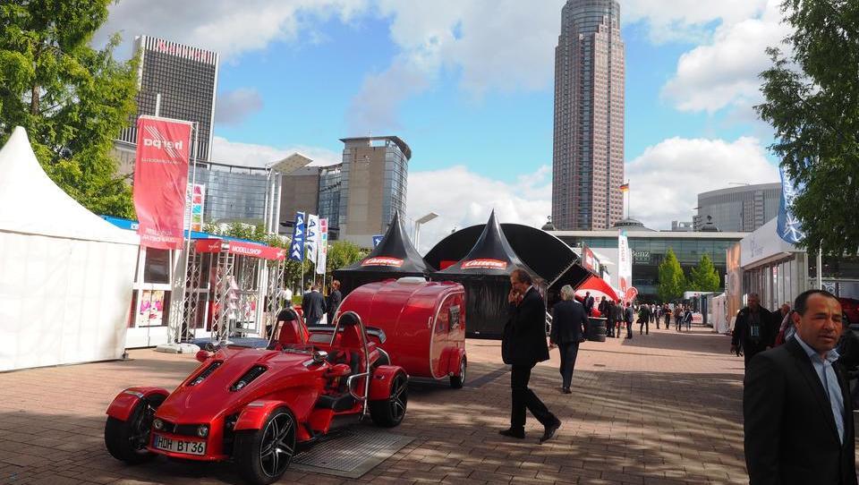 Obisk avtosalona v Frankfurtu skrčila dizelska kriza in socialna omrežja
