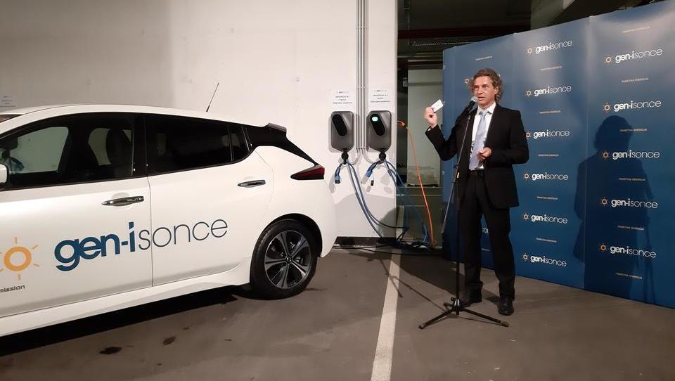Širitev e-mobilnosti: več polnilnic v službeni garaži in sodelovanje operaterjev infrastrukture