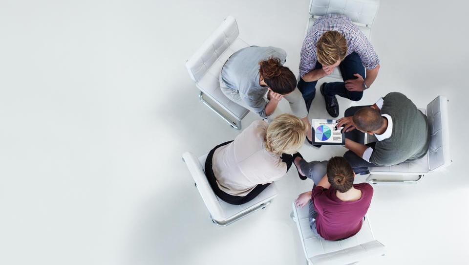 (intervju) Na kaj moramo biti pozorni pri predaji podjetja družinskim članom?