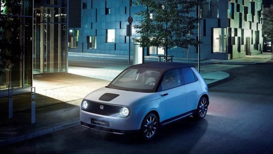 Električna Honda s pustim imenom in igrivo vsebino